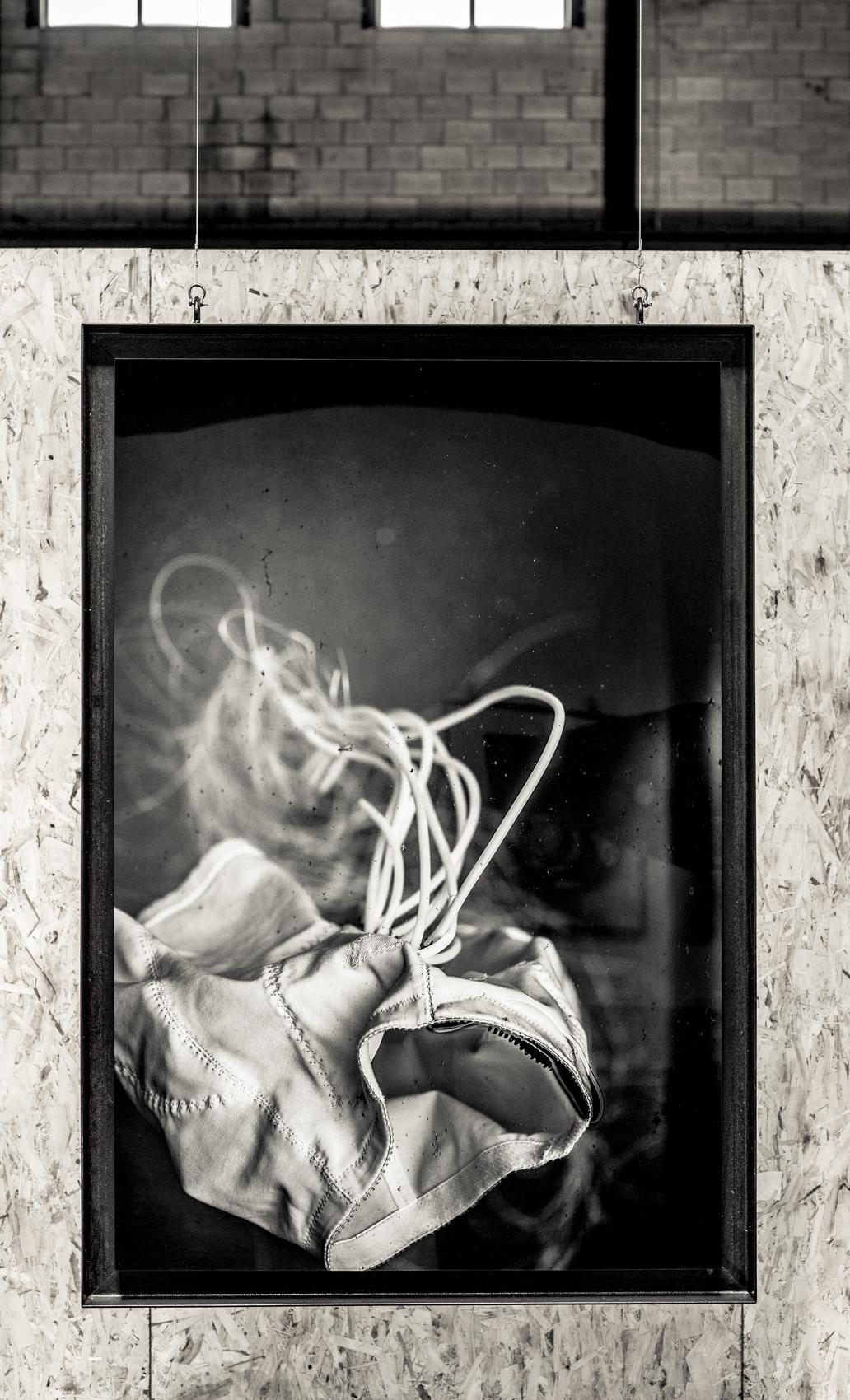 """Soif no 02  [série Méduses], 2015.   Épreuve à encre pigmentée sur papier, montage archive sous acrylique, acier brut.   Inkjet print on paper, archival mount under Plexiglas, wood.   162.7 x 111.8 cm (64"""" x 44"""")   Edition 1/5"""