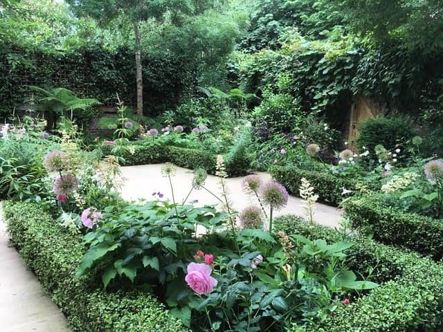 Garden we designed just off Holland Park looking serene back in June this year... #allium #rose #fern #yorkstone #hollandpark #charliedaygardens