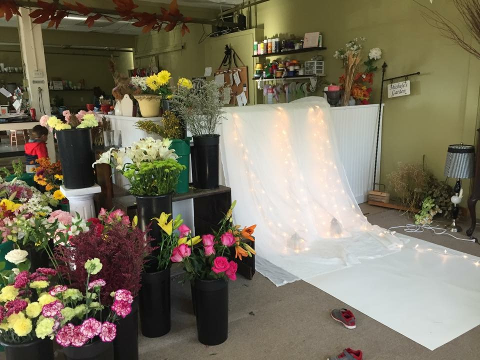 This is the backdrop I created for two shoots- in my mom's flower shop!
