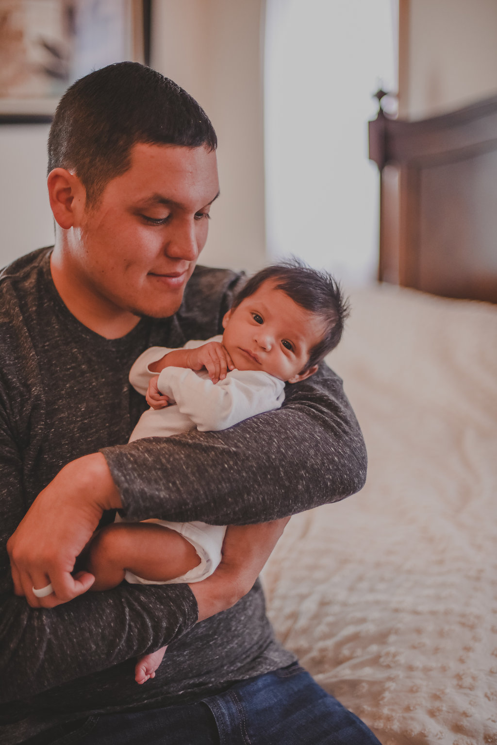 Syracuse / Tully, New York newborn twin boys home lifestyle session. Father with newborn baby // Emma Bauso Photography