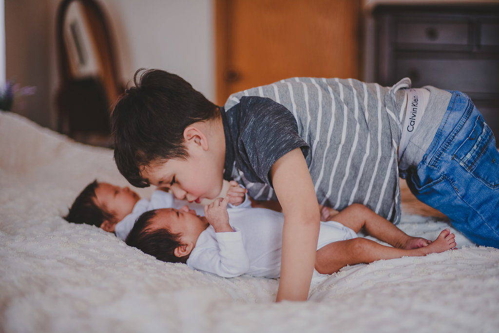 Syracuse / Tully, New York newborn twin boys home lifestyle session. Big brother with newborn twins // Emma Bauso Photography