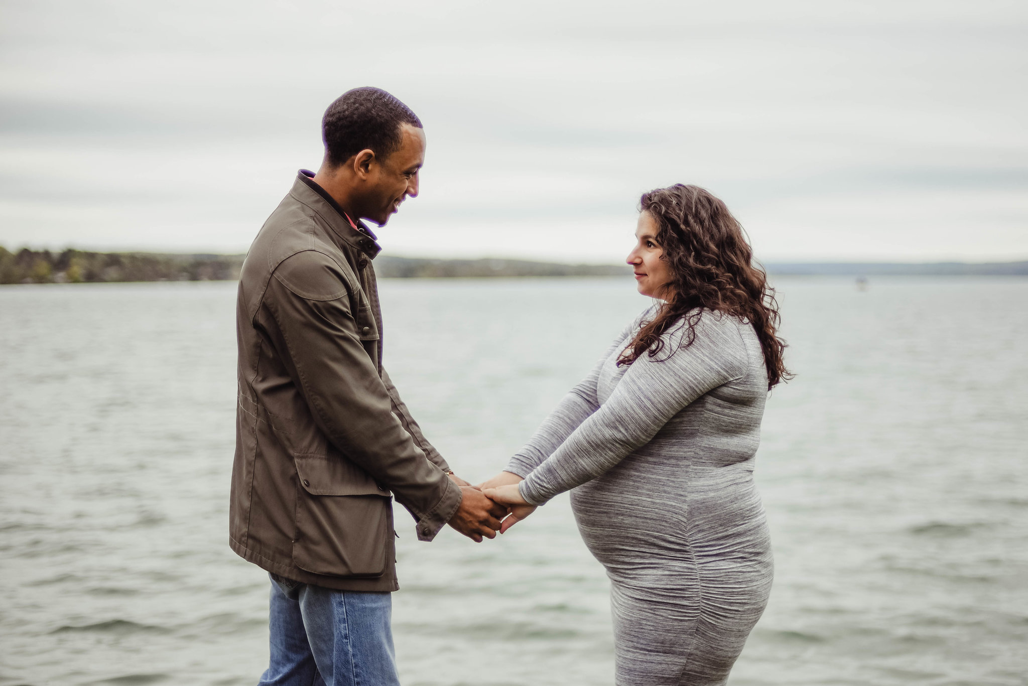 Outdoor Skaneateles lake lakeside maternity photoshoot photography session