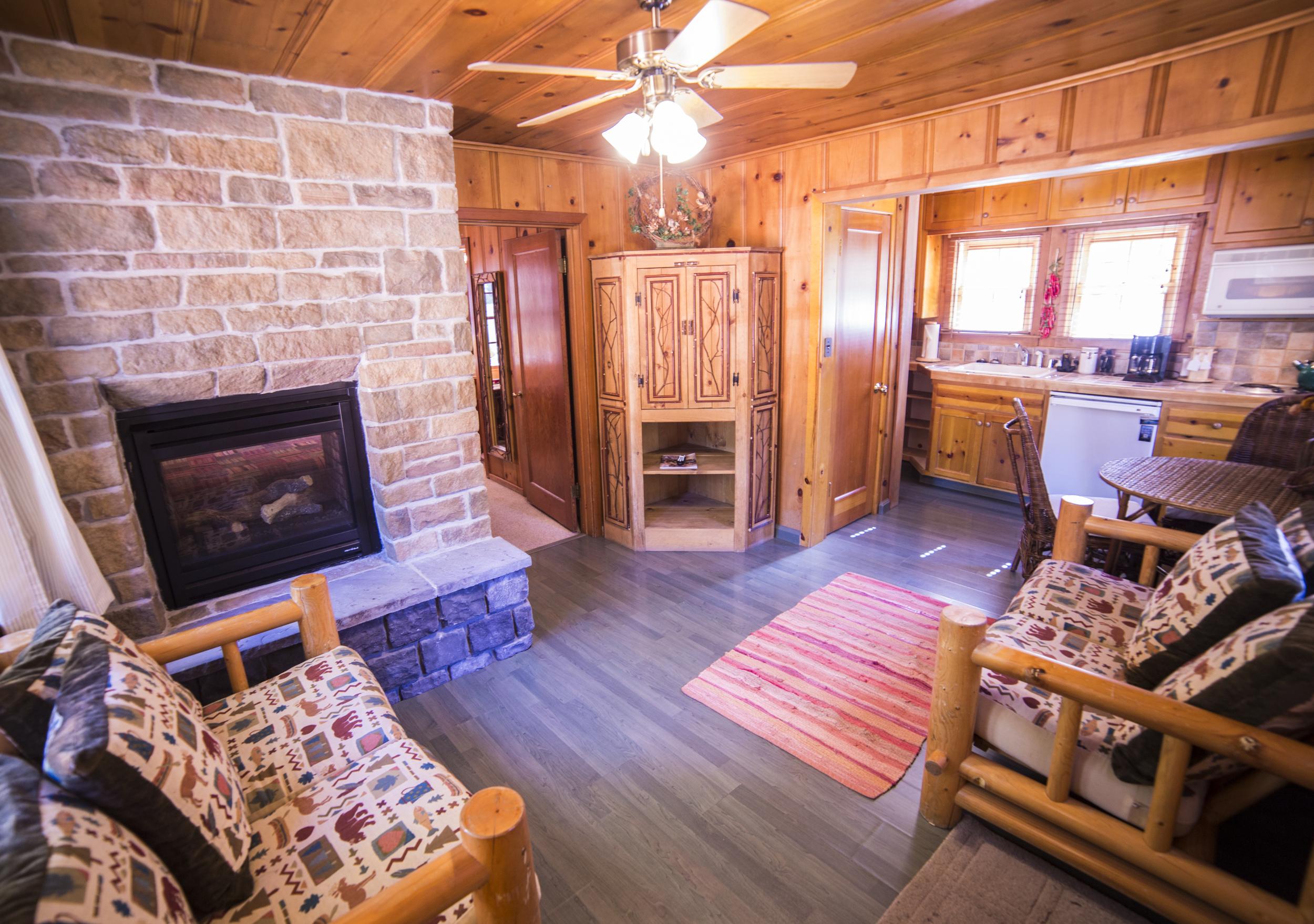 Bears Den Cottage Inn Room