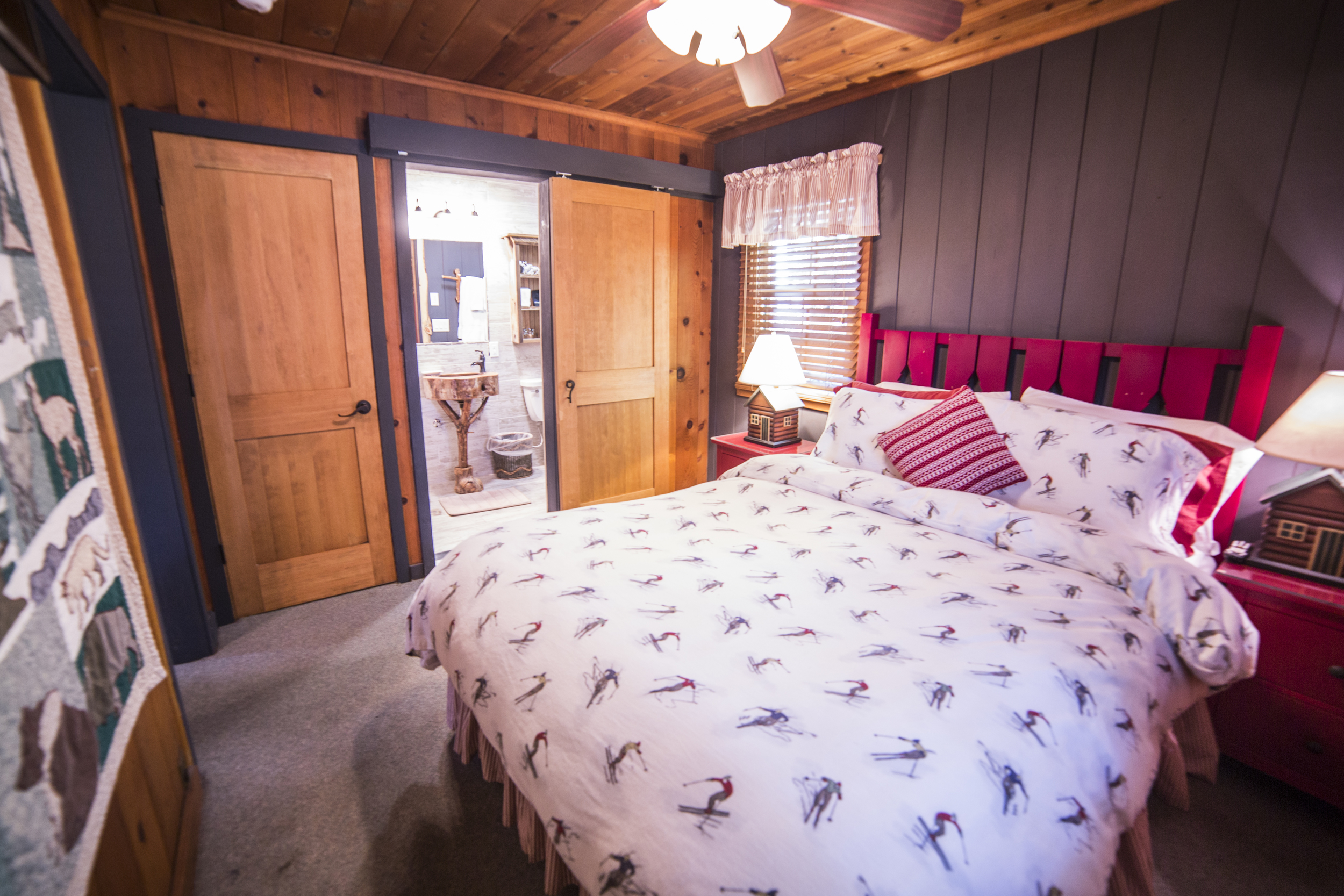 Skiers Chalet Cottage Inn Room