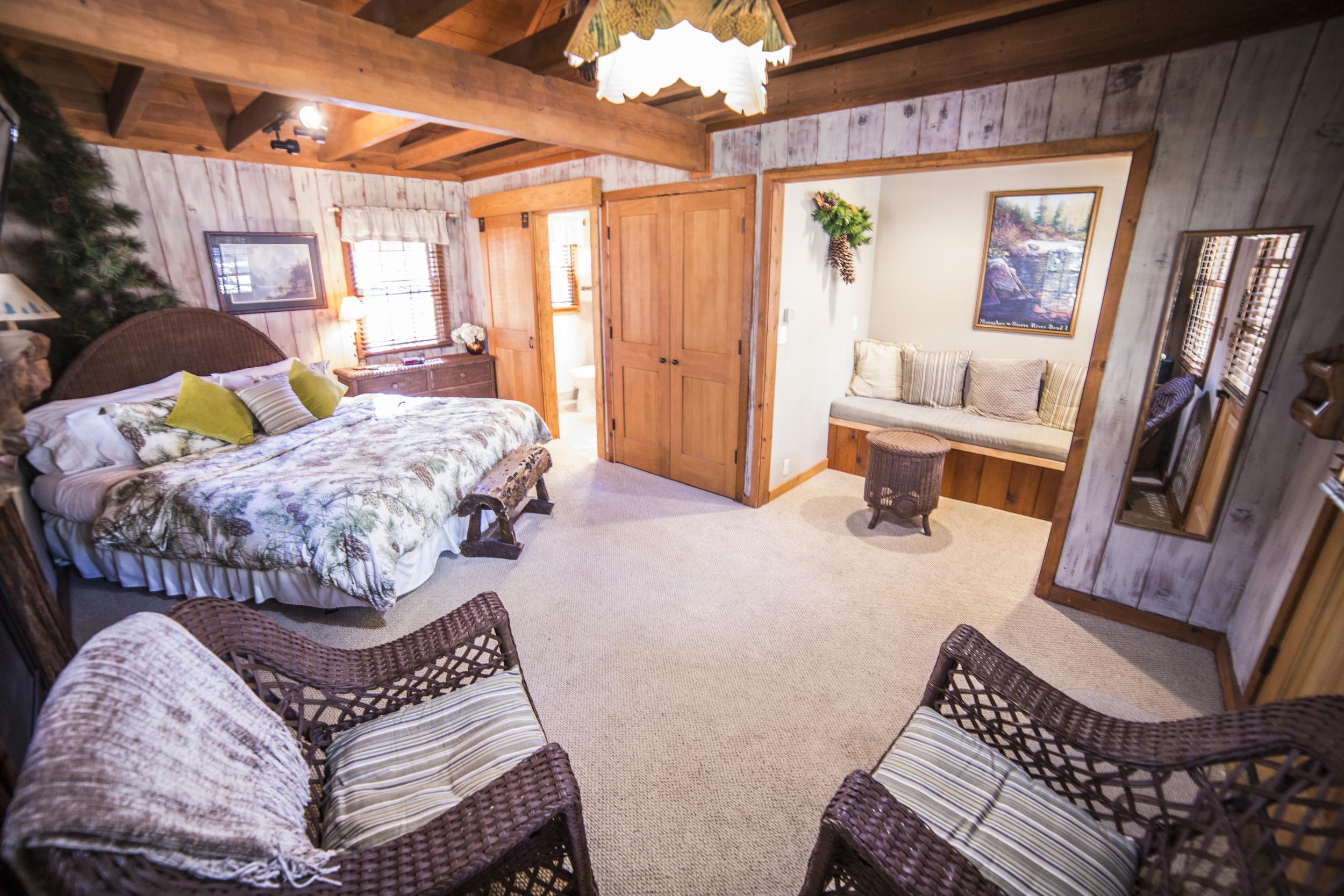 Evergreen Heaven Cottage Inn Room