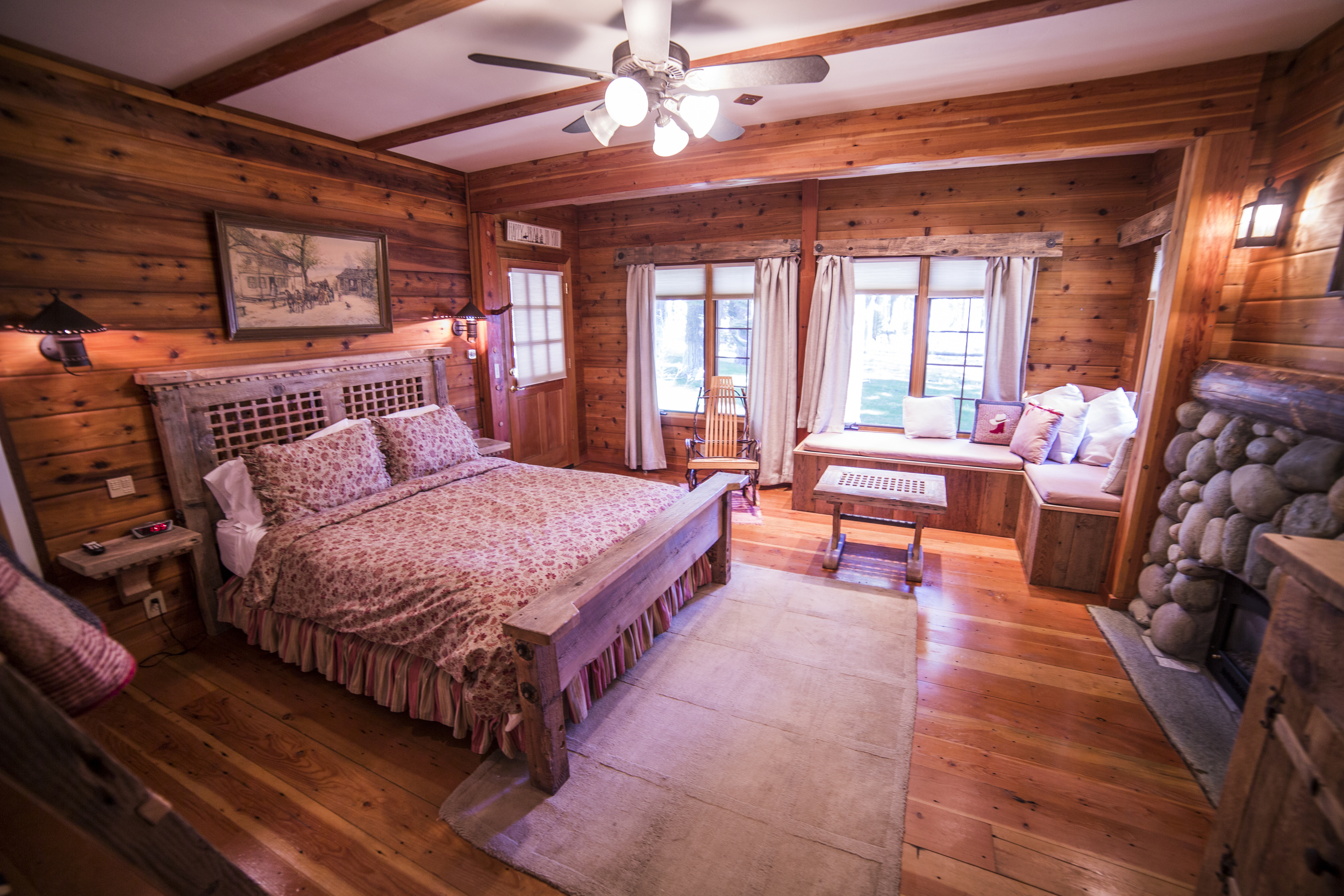 Happy Trails Cottage Inn Room
