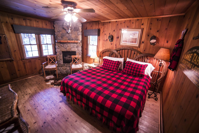 Hunter's Hideout Cottage Inn Room