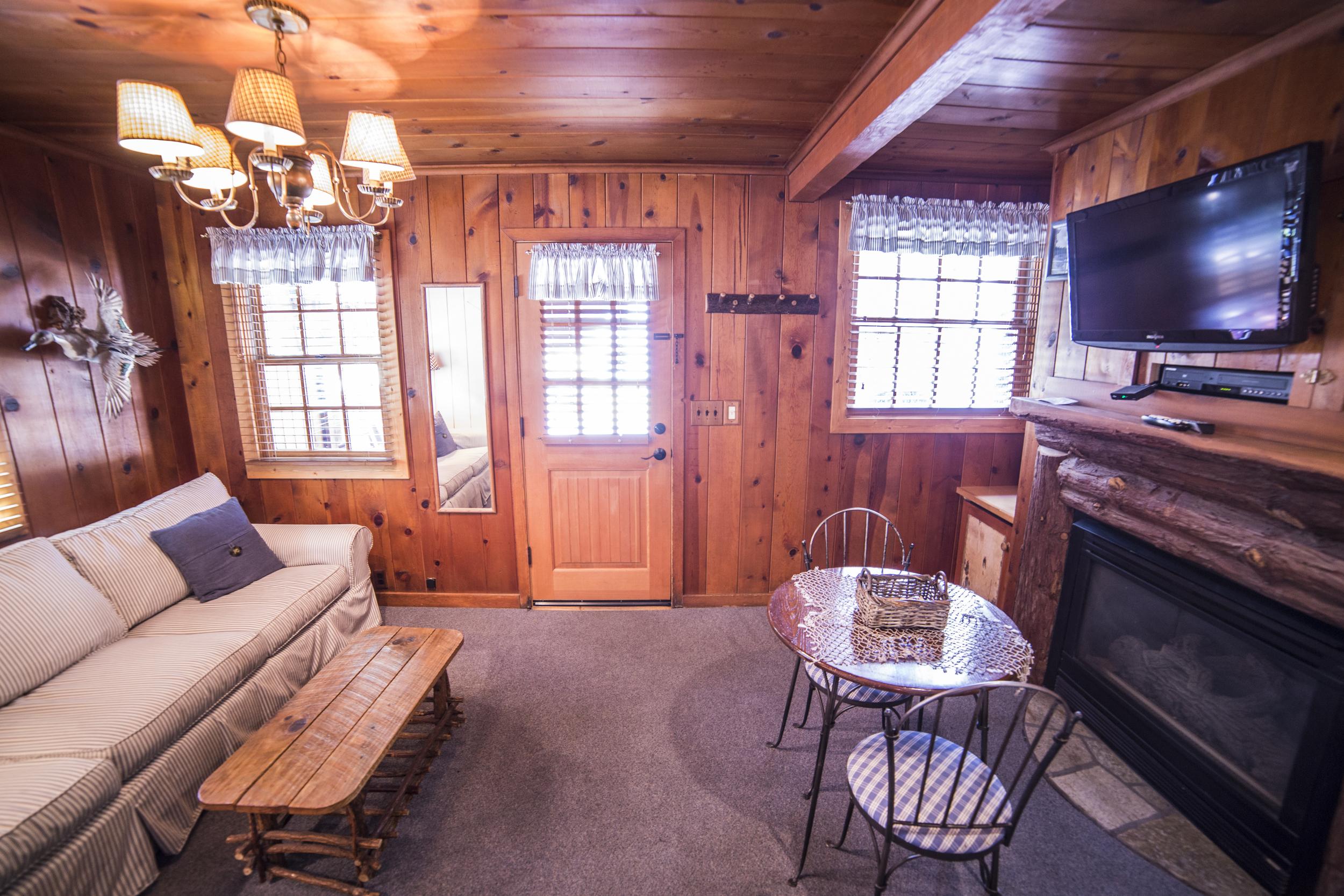 Lazy Lake Cottage Inn Room