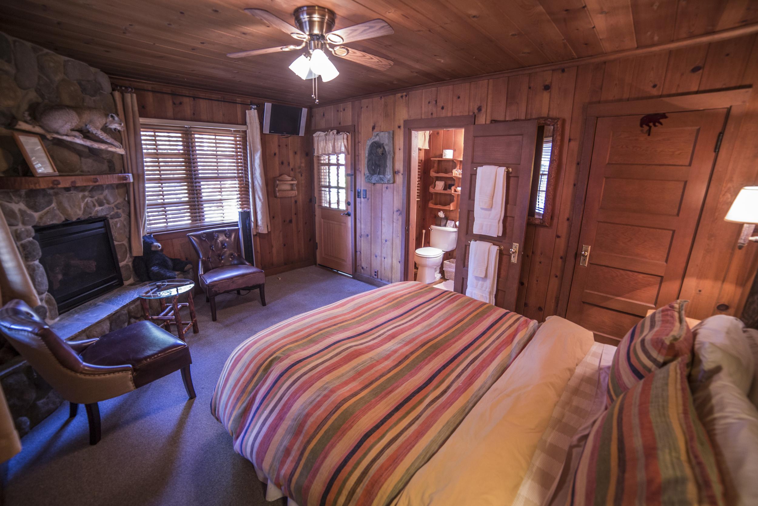 Rustic Retreat Cottage Inn Room