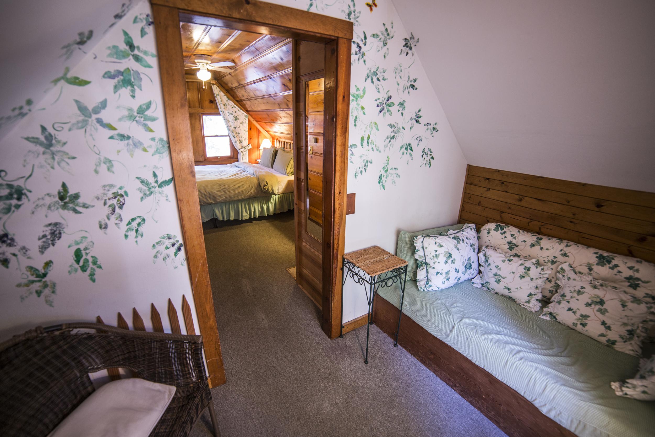 Happy Camper Cottage Inn Room