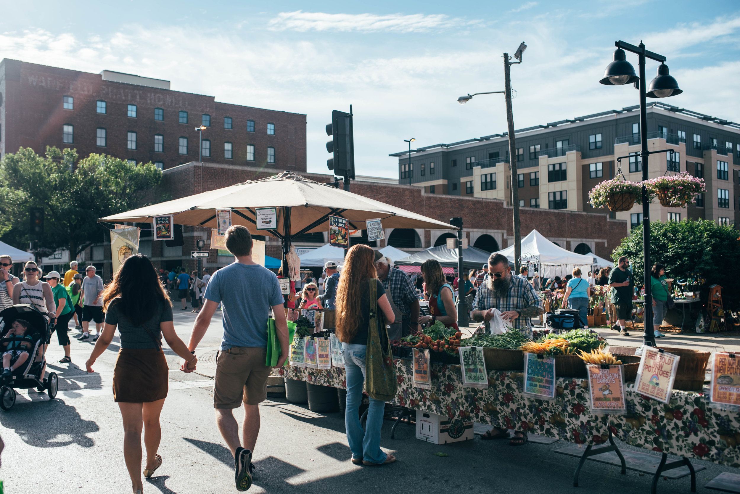 Today I want to share one of my favorite things about our city - the Downtown Des Moines Farmers' Market! - all photography by Liz Brown