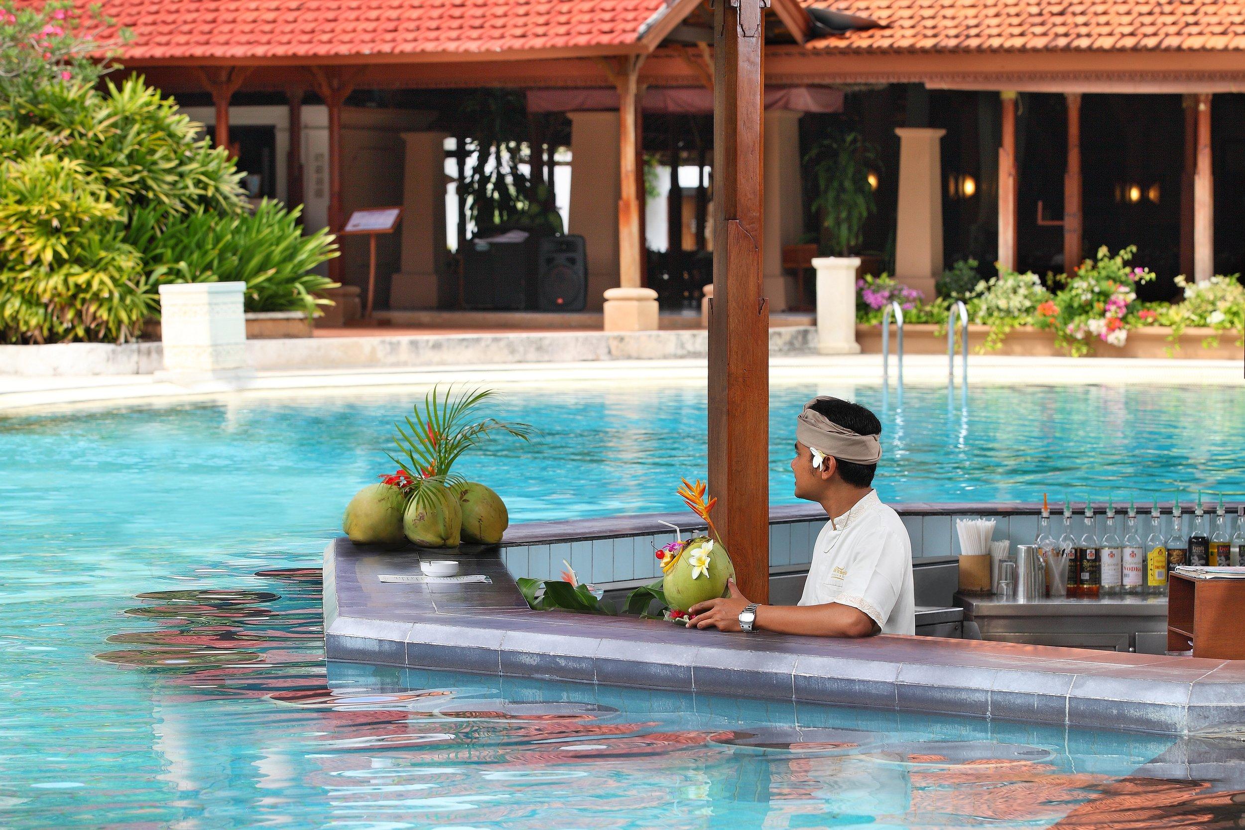 10-Pool Bar.jpg