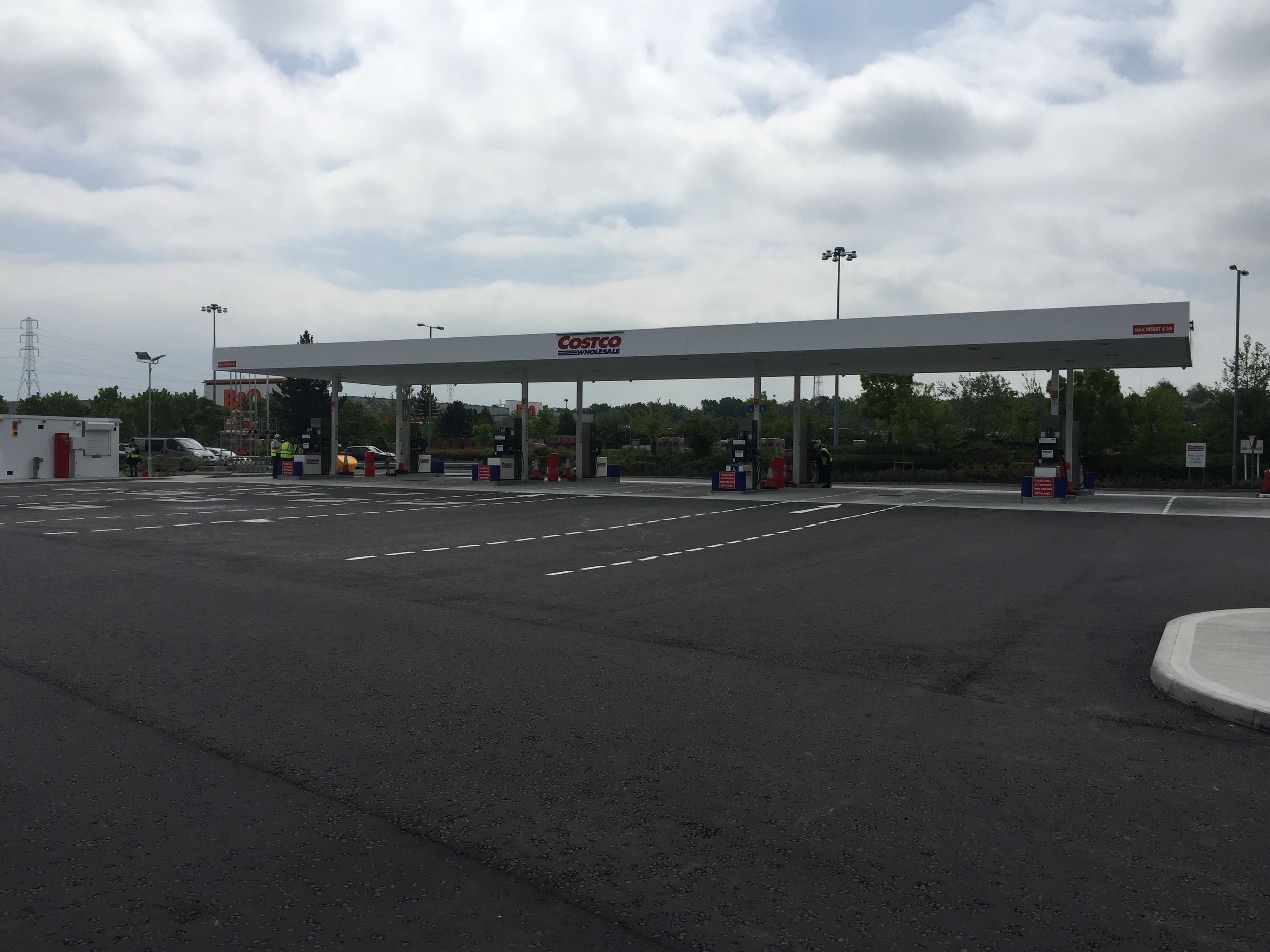 Costco are now selling cheap quality fuel at their Thurrock store with the latest installation by T E Ramm. Fuelling system supplied and installed by Gilbarco and built by Toureen.