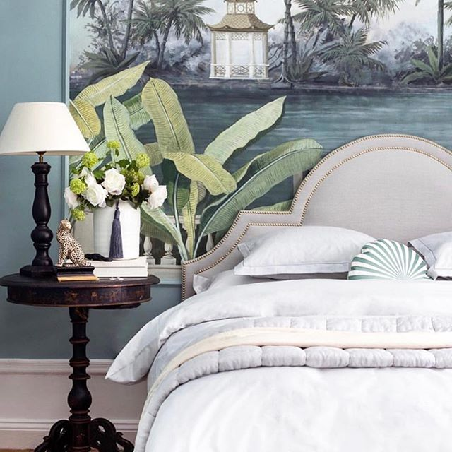 Goals 👆🏻 At home of the talented @tretowdeco  Sparkles Headboard wearing Linnen Roots 🌿 Pick your favorite color at www.mimosabyinka.com  #Mimosabyinka #Headboard #Stockholm