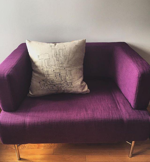"""Nouveauté chez @keilhauer_design motif """"Glazing"""" #pillow #keilhauer #design"""