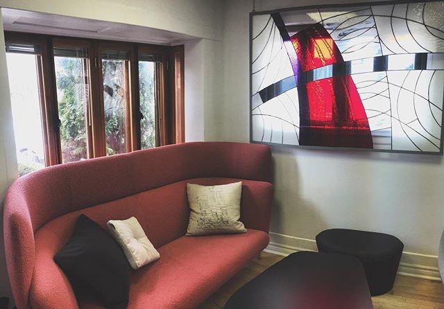 Ajouter un peut de confort avec les coussins @keilhauer_design #design  #pillow #keilhauer #keilhauerdesign