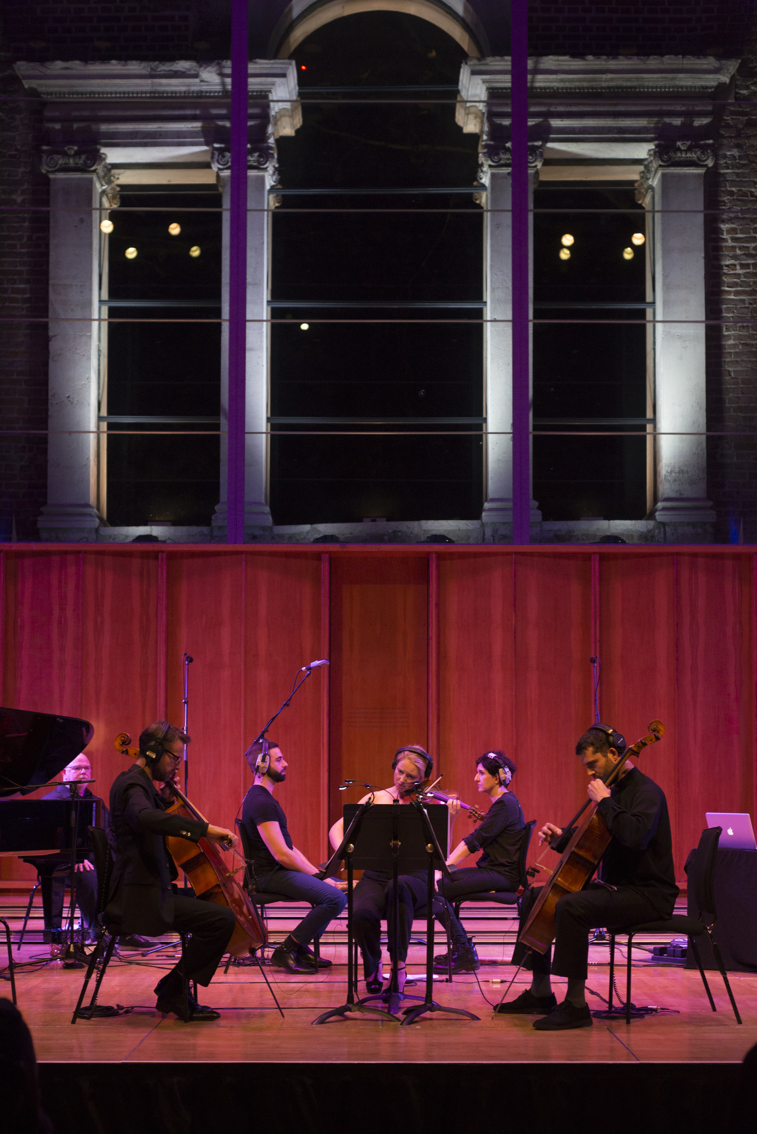 """Symmetry between the 2 cellos and the 2 """"batsoners"""""""