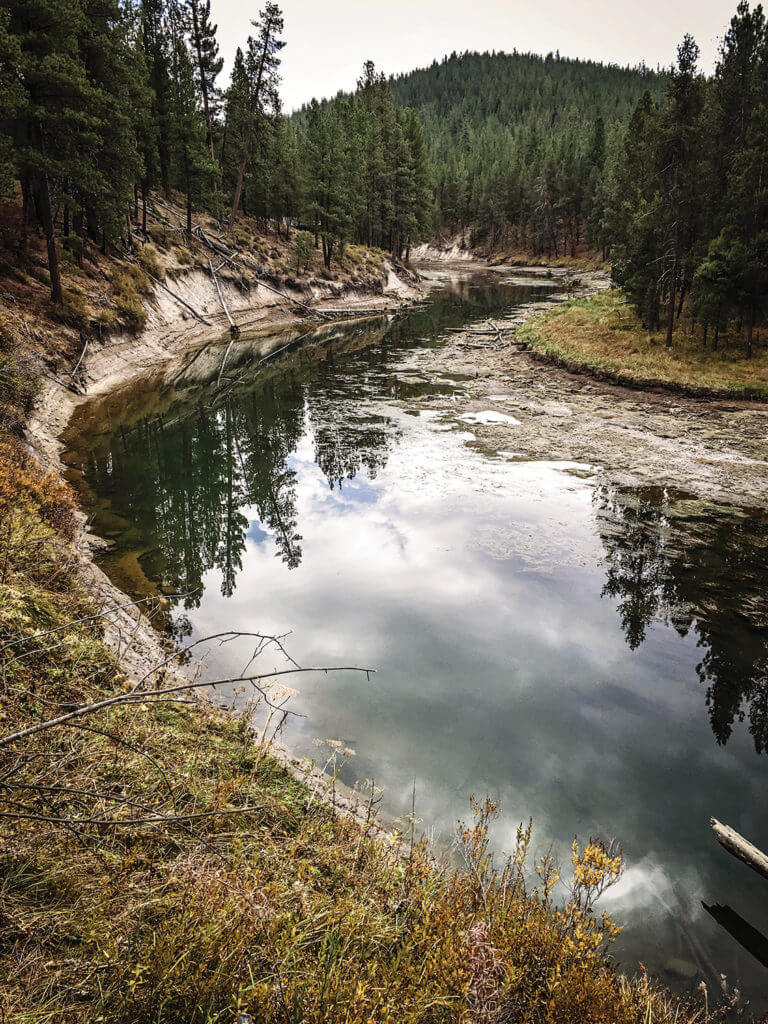 Low flows in the Upper Deschutes in 2015, below Wickiup Reservoir. Photo by Scott Nelson.