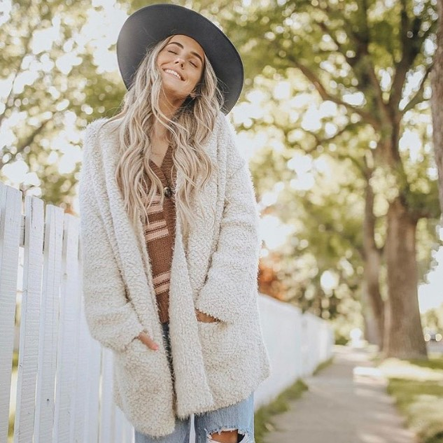 ✨warm cozy sweaters ✨in the Curl....lots of new arrivals...come Sea ☀️ #shopthecurl  #fallisintheair  #sweaterweather  @lovestitchclothing
