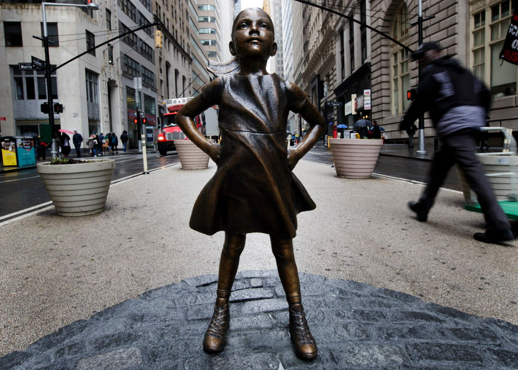 usa_new_york_little_girl_sculpture_140980453.jpg