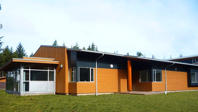 3 - Exterior (grass).jpg