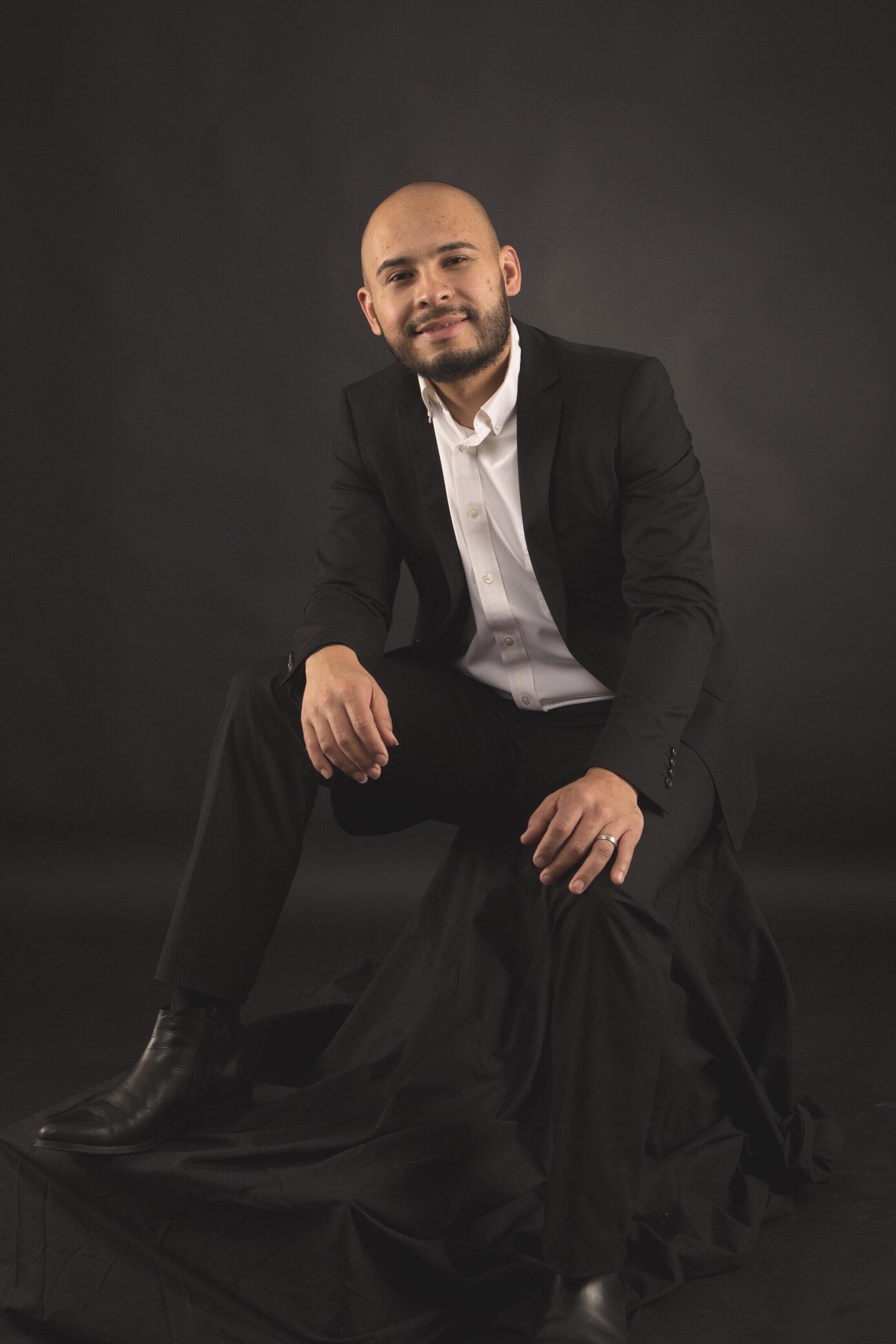 Alex Valencia, guitar