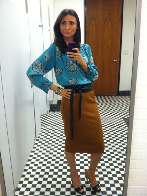Still love these Fendi two tones heels, and a great Obi belt… but oh man those eyebrows and taking bathroom selfies!