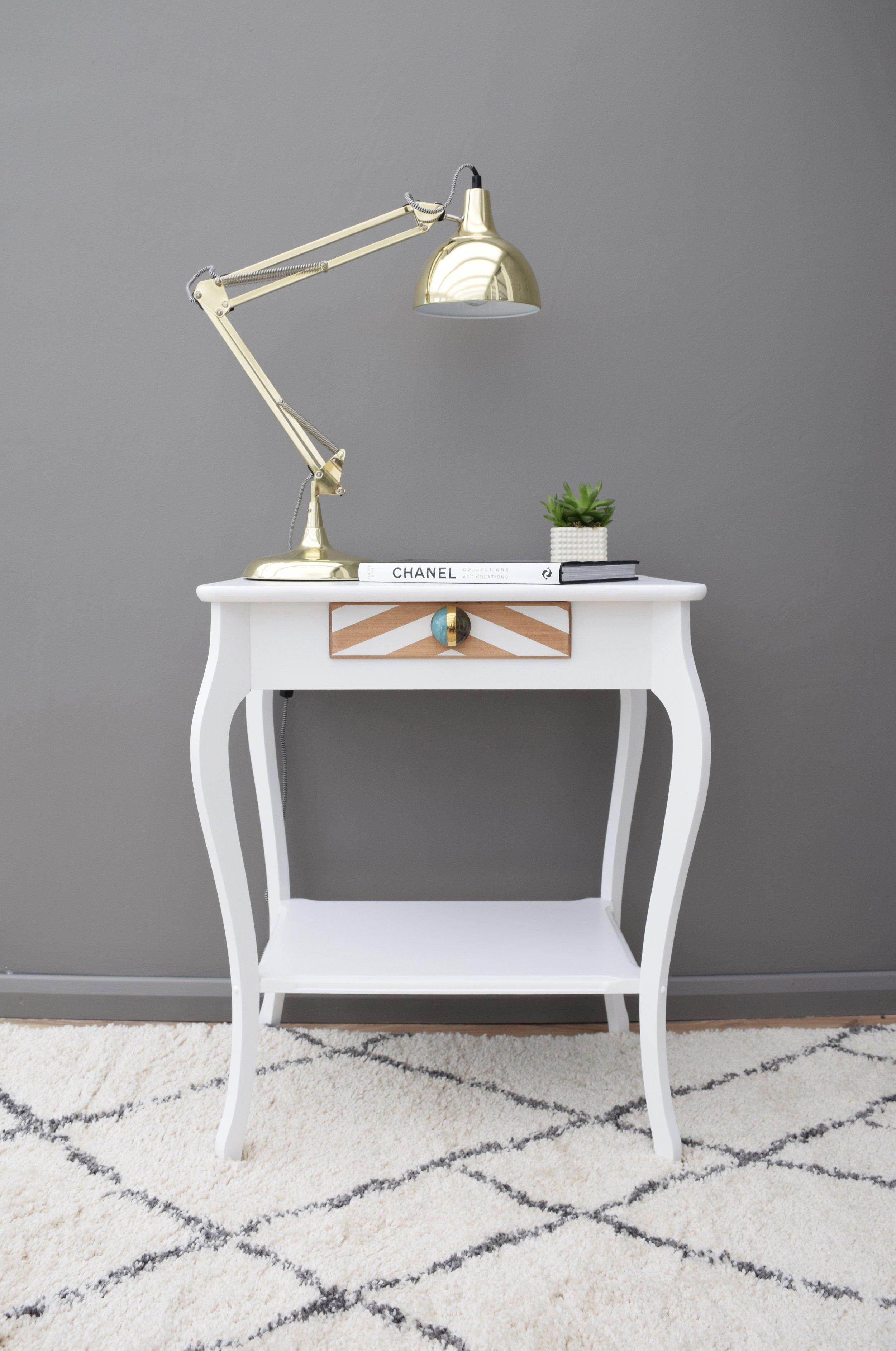 VINTAGE OAK TABLE IN WHITE WITH CHEVRON DESIGN