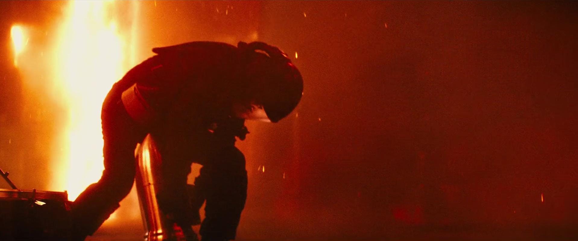19 - Serizawa setting up the bomb.png