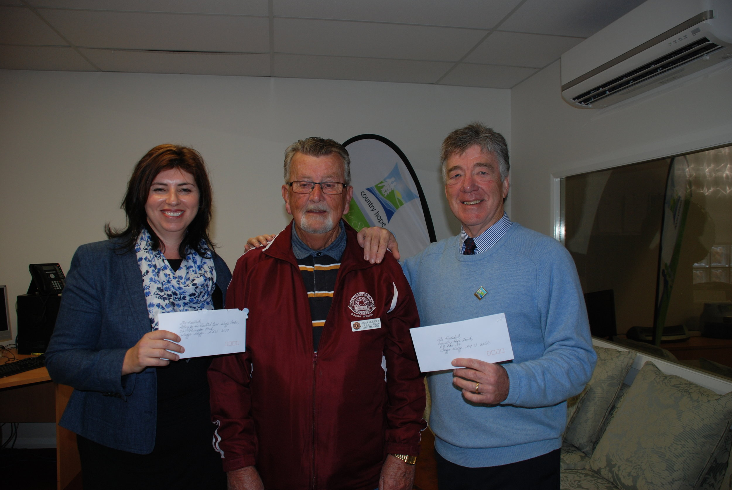 Wagga Swap Meet Cheque Presentation to Country Hope