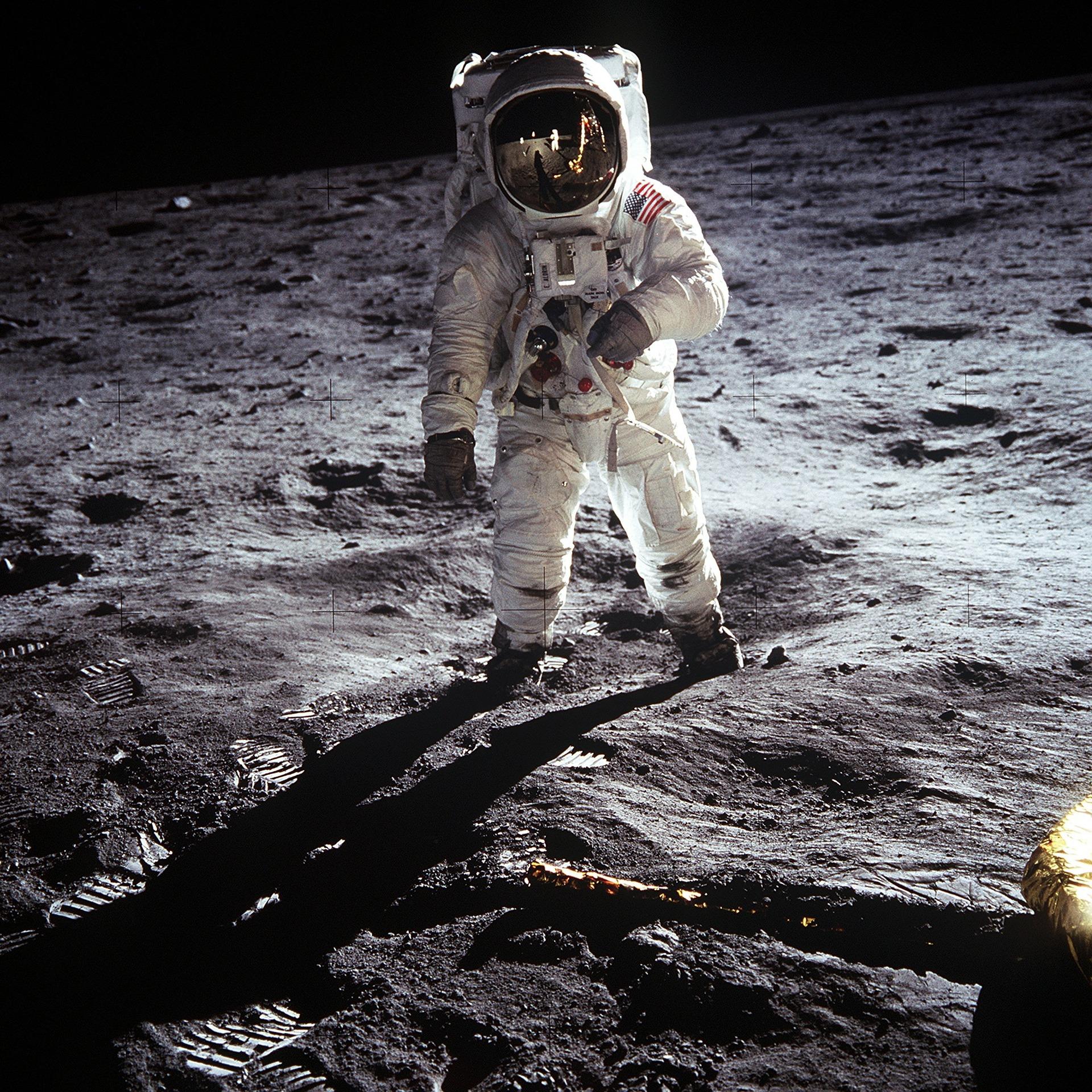 moon-landing-60582_1920.jpg