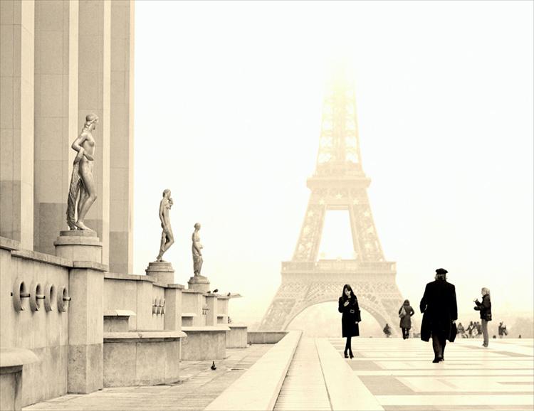 72 fr La Tour Eiffel girl w phone.jpg