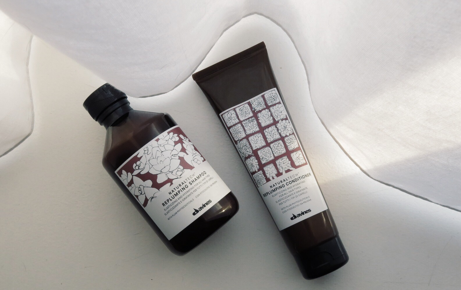 I also love the design of the shampoo bottle which is simple but different from what we see everyday.