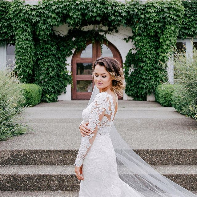 Flawless and perfect 👰🏻 📷 @miamoessinger