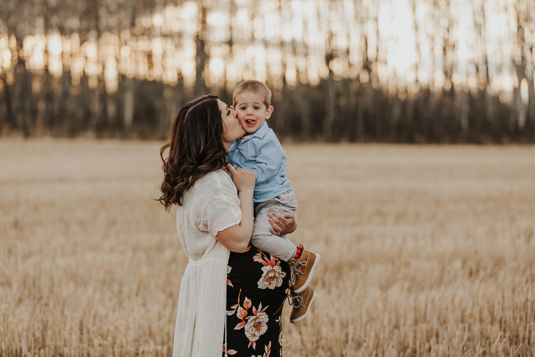 Alina-Joy-Photography-Cold-Lake-Maternity-Photographer-Josee-7.jpg