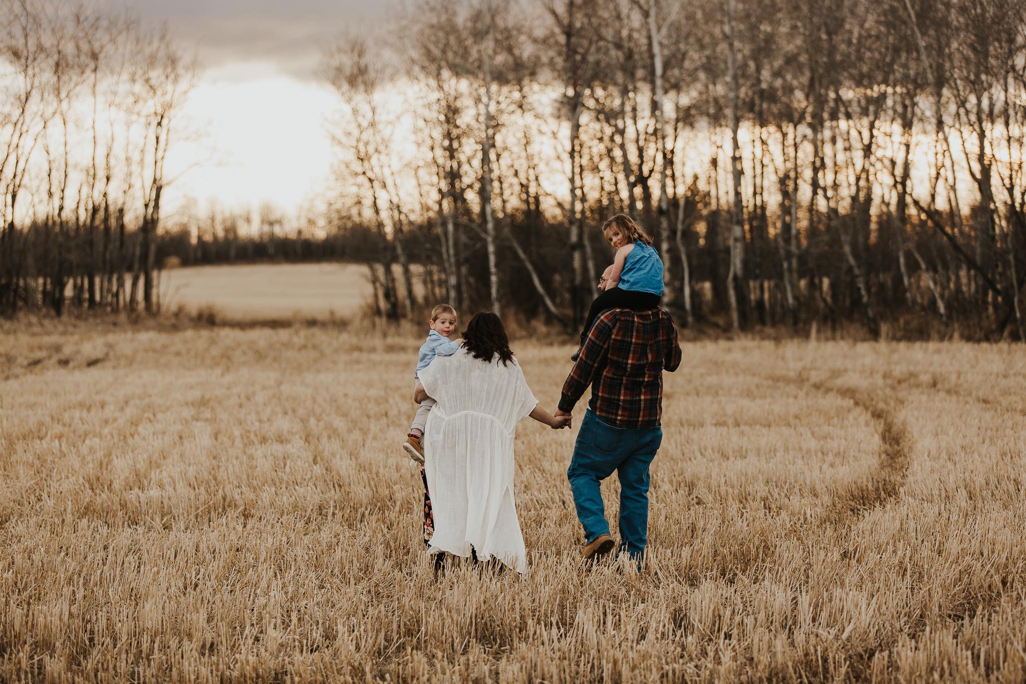Alina-Joy-Photography-Cold-Lake-Maternity-Photographer-Josee-15.jpg