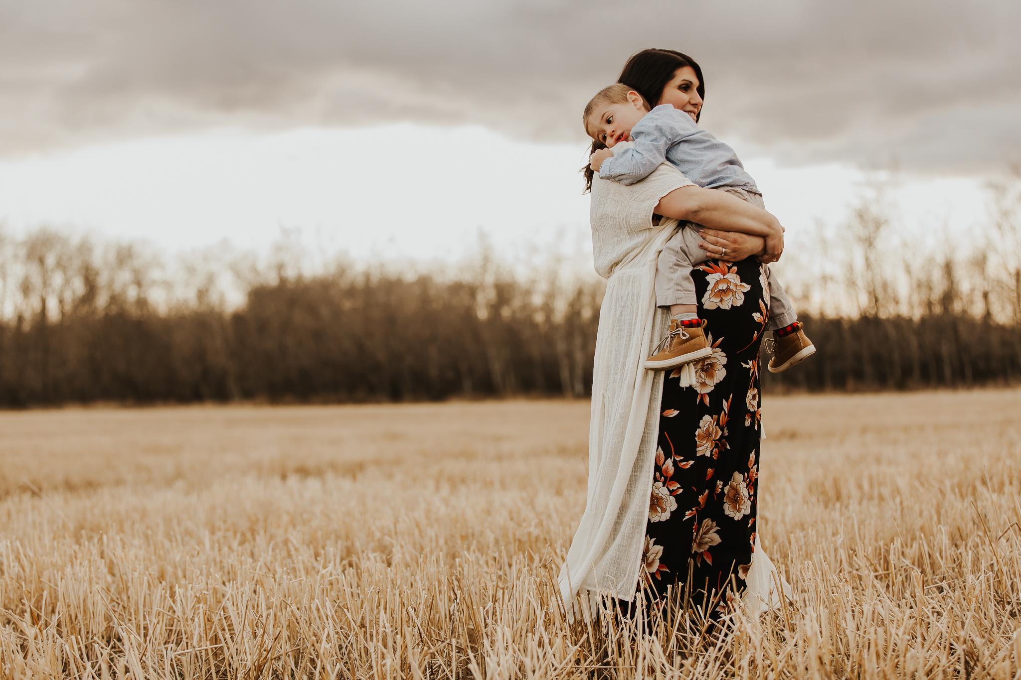 Alina-Joy-Photography-Cold-Lake-Maternity-Photographer-Josee-23.jpg
