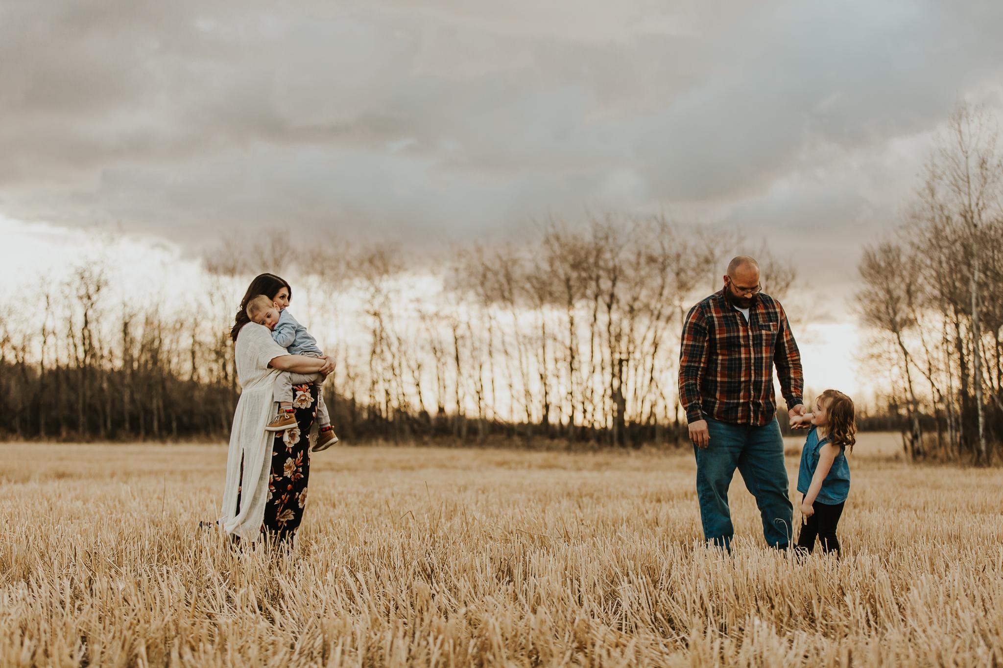 Alina-Joy-Photography-Cold-Lake-Maternity-Photographer-Josee-25.jpg