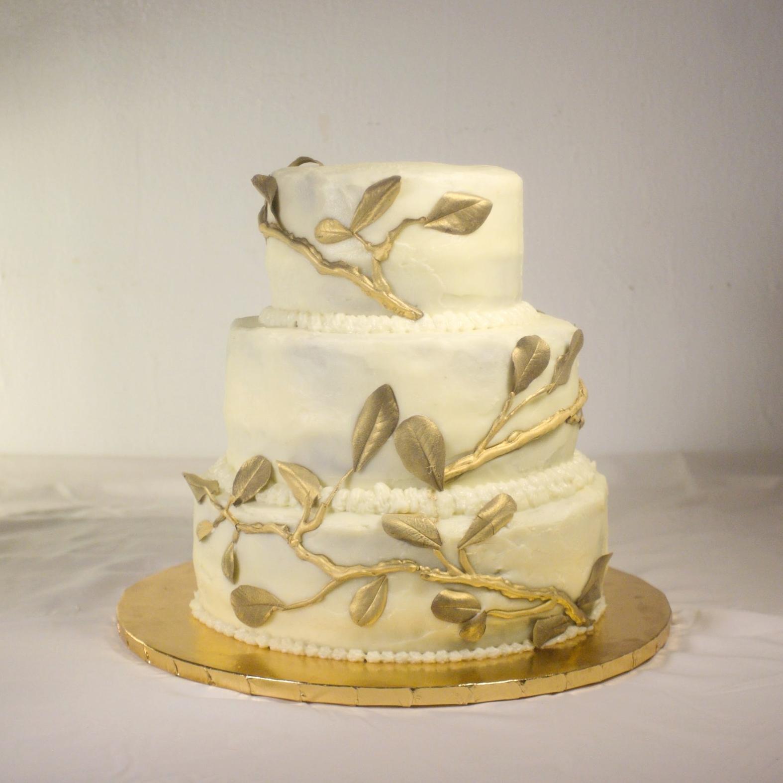 Golden leaves wedding cake