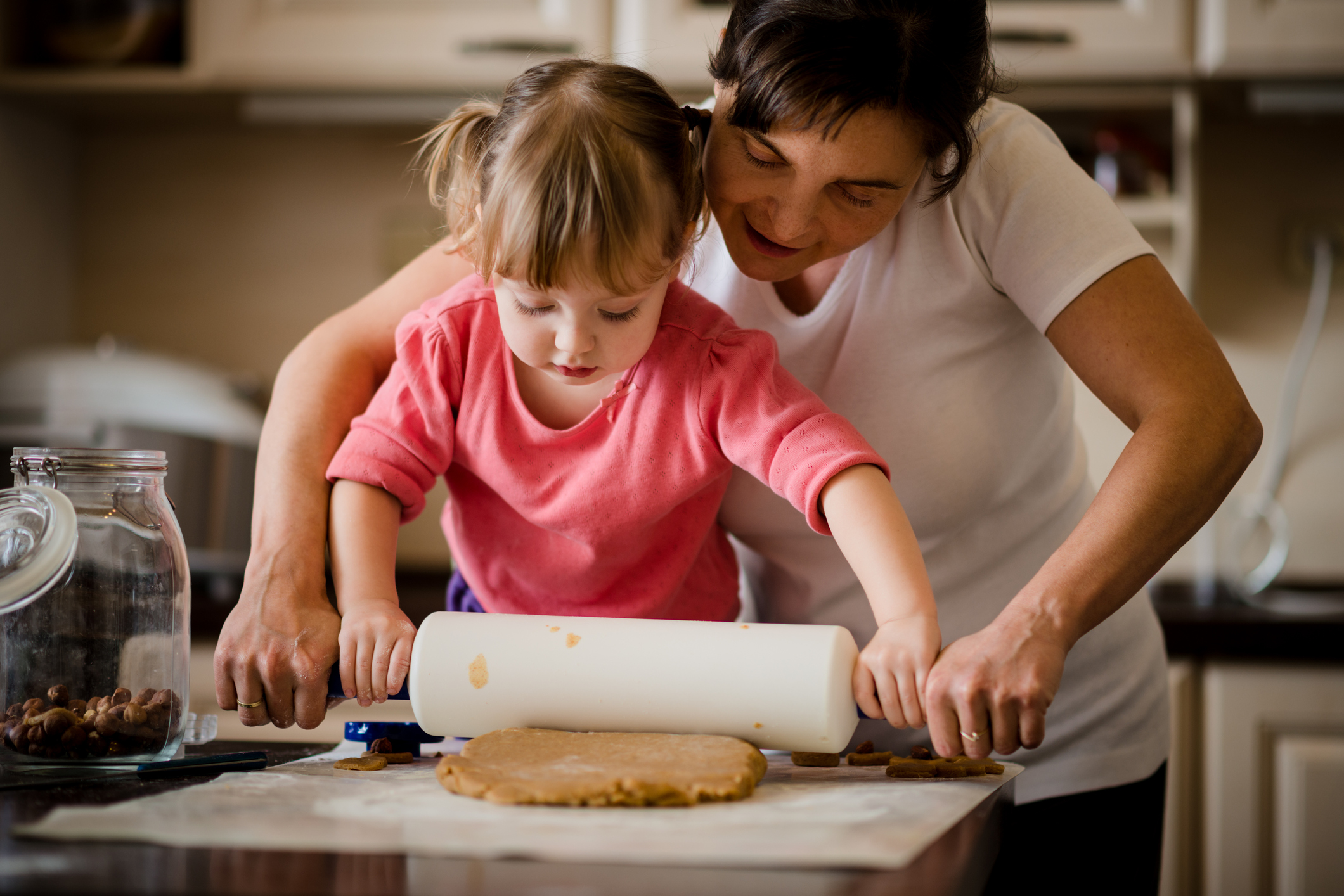 Time in the kitchen is a chance to bond with your kids, let them be creative and teach skills that will last a lifetime. (Photo: Thinkstock)