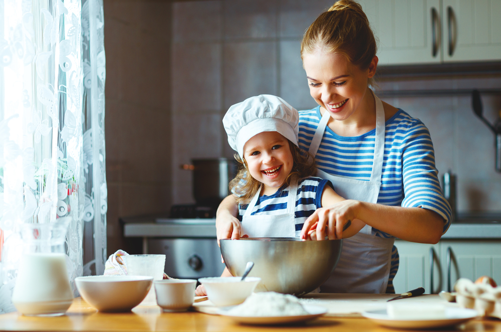 Want to give kids with allergies more options? Help them navigate the kitchen. (photo: Shutterstock)