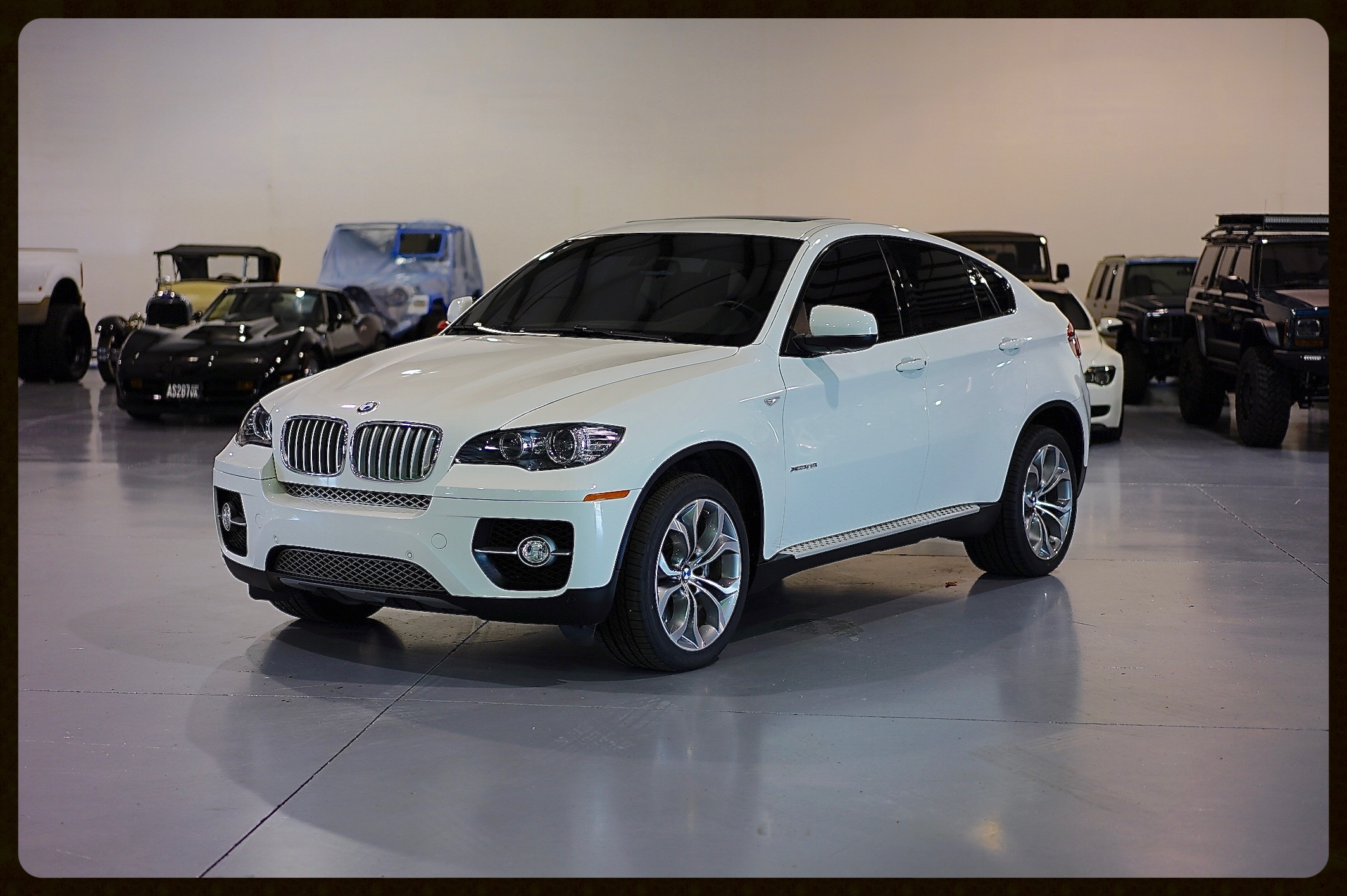 2012 BMW X6 XDrive5.0 / Twin Turbo / Red Interior / Sport Package / New Tires
