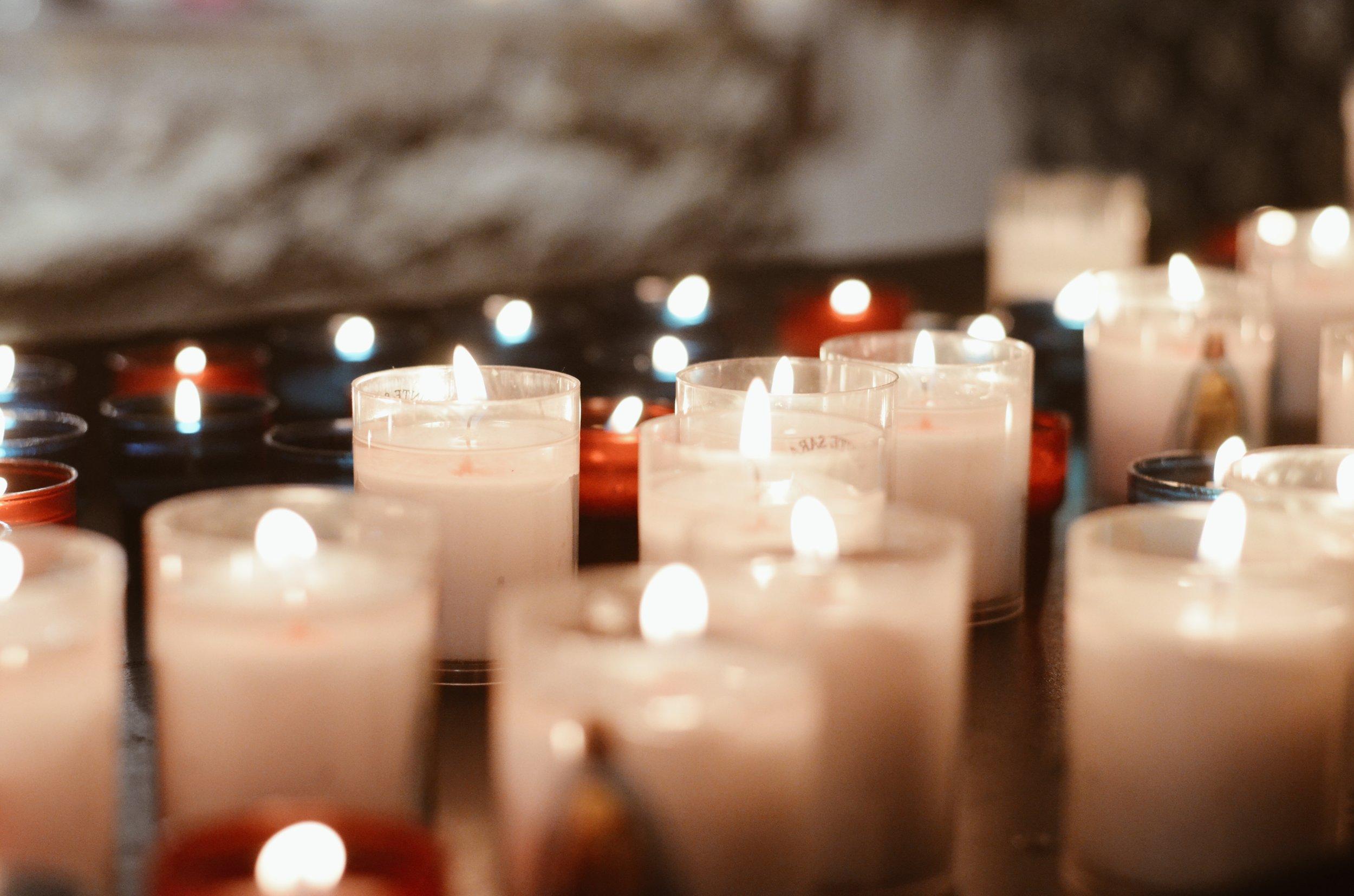 bougies_eglise_crypte_sainte_sara_maries_mer.JPG