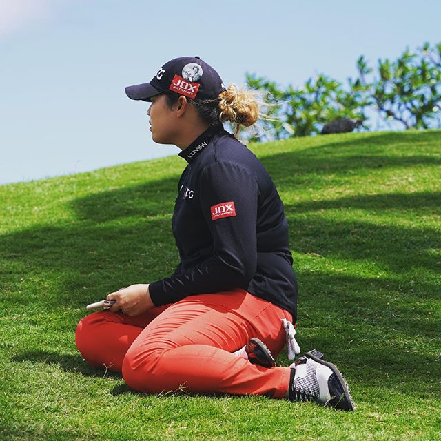 Ariya Jutanugarn taking a brief break at #8 #lottechampionship 📷 @topher808