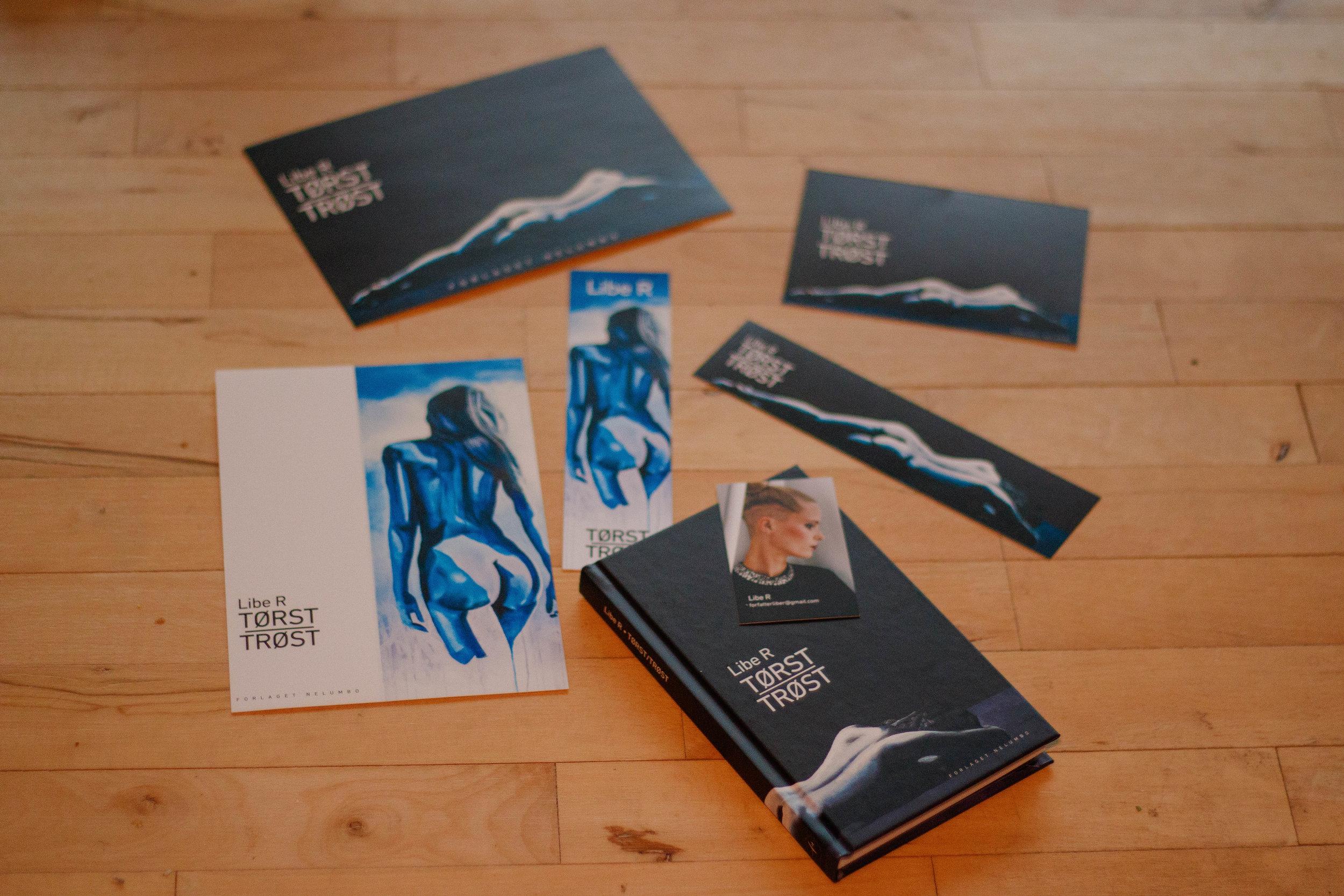 Postkort, bogmærker, plakat og så selve bogen. Eget foto. Omslagsillustration: Theis Nikolaj Veile.