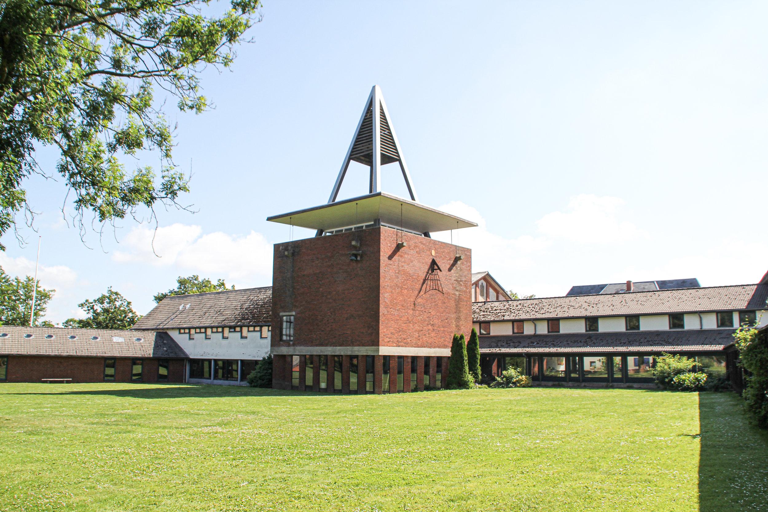 Højskolerne er ikke bare en del af den danske identitet, men de er også arnestedet for de flestes dannelse. Billedet her forestiller ét af de mest kendte højskoler, Askov Højskole. Foto: Christian Hebell Paulsen.