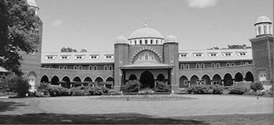 It is easy to forget you came to play golf when you arrive at the Moorish-styled Medinah clubhouse.