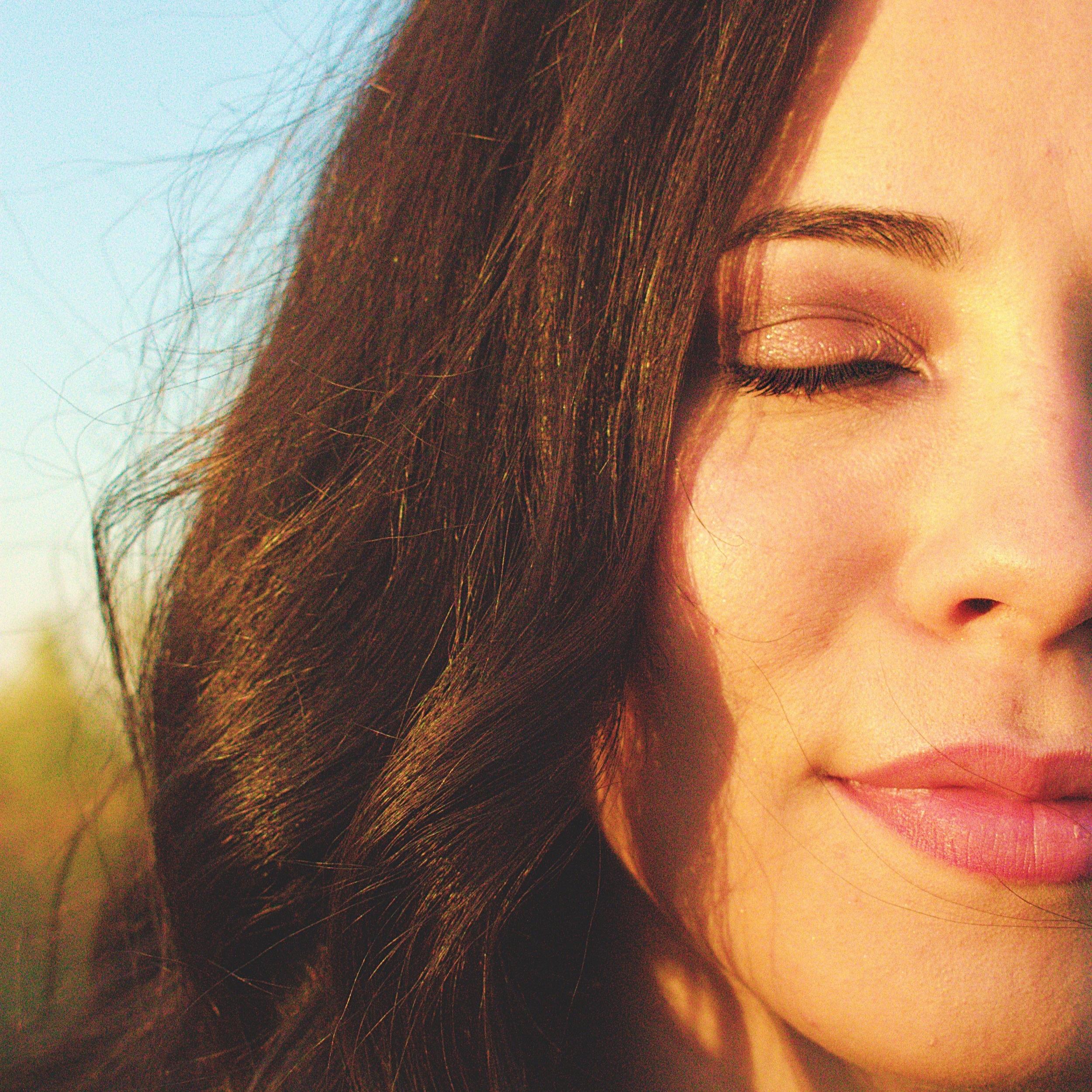 beautiful-brunette-close-up-1546495.jpg