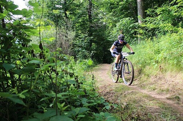 More skunks on the podium at Midwest Regionals this weekend! @bekasaurus hit the Cat 1 30-39 podium at Alpine Valley. 👏🏻 👏🏻 📸 credit: @zacharyschuster . . . #topodesigns #mtb #womenmtb #womenwhoshred #womenwholift #mtbskills