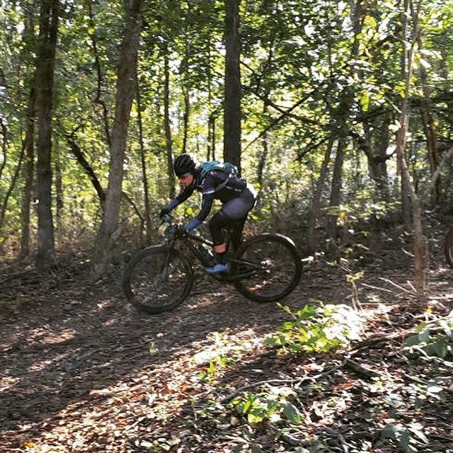 Smiling and ripping through the trails, @bekasaurus had a fantastic race at the @epicrides OZ off-road 30-miler yesterday, landing on the podium in 3rd! 👏🏻 👏🏻 Extra special thank you to our sponsors that help our racers do amazing things and look good doing it! . check out that sweet new @abus_cycling_usa Aventor helmet she's sporting.) . . #womenwhoshred #mtb #mtbwomen #womenwhomtb #skunkworks #skunkworksmtb #fueledbyscience #nbsnutrition